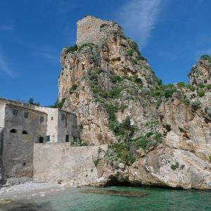 Among Towers and Bagli, sicilian courtyards